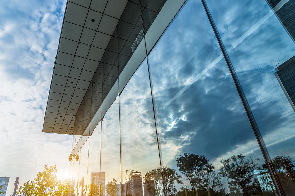 W Eko-Okna oferujemy szyby, które w standardzie posiadają aluminiowe ramki dystansowe