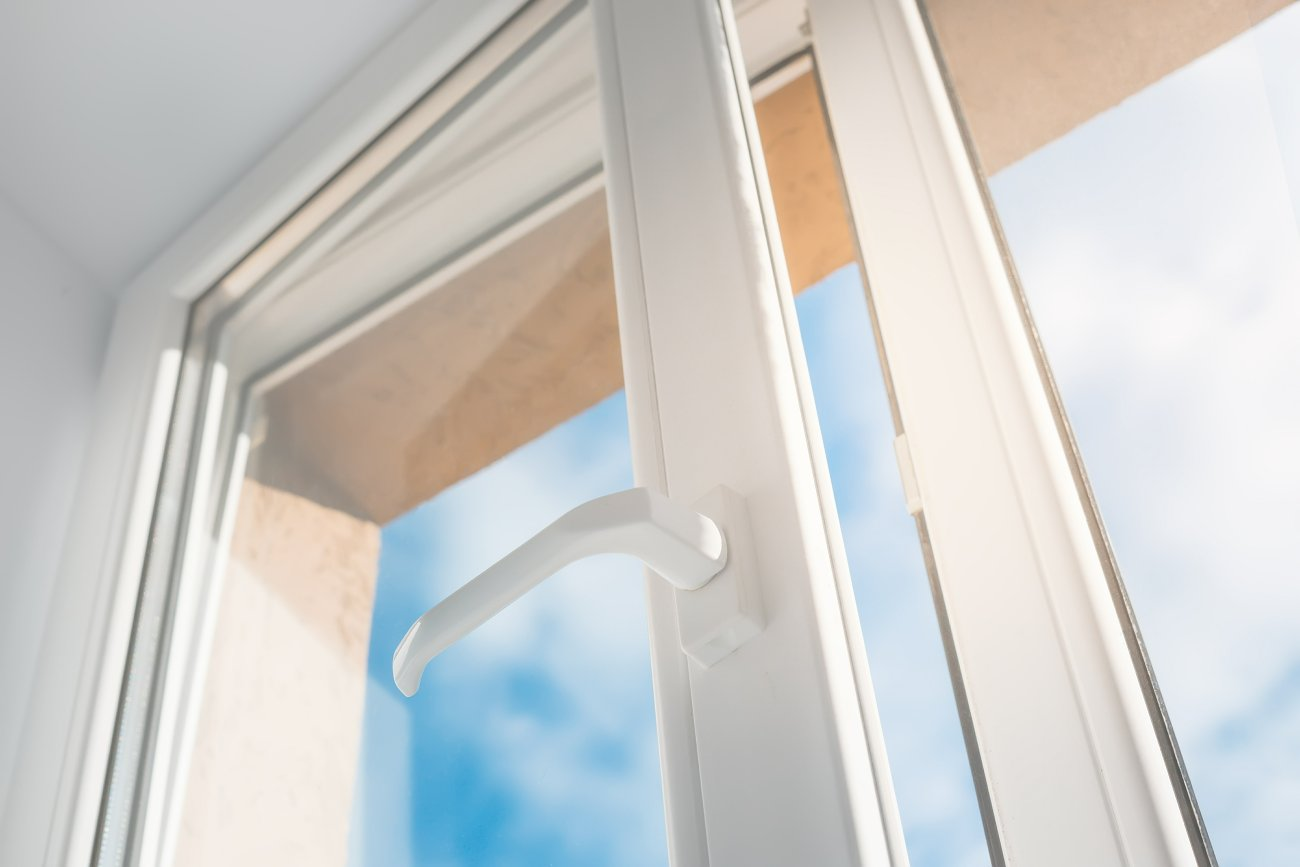 Bezpieczne okna. Poznaj ich elementy
